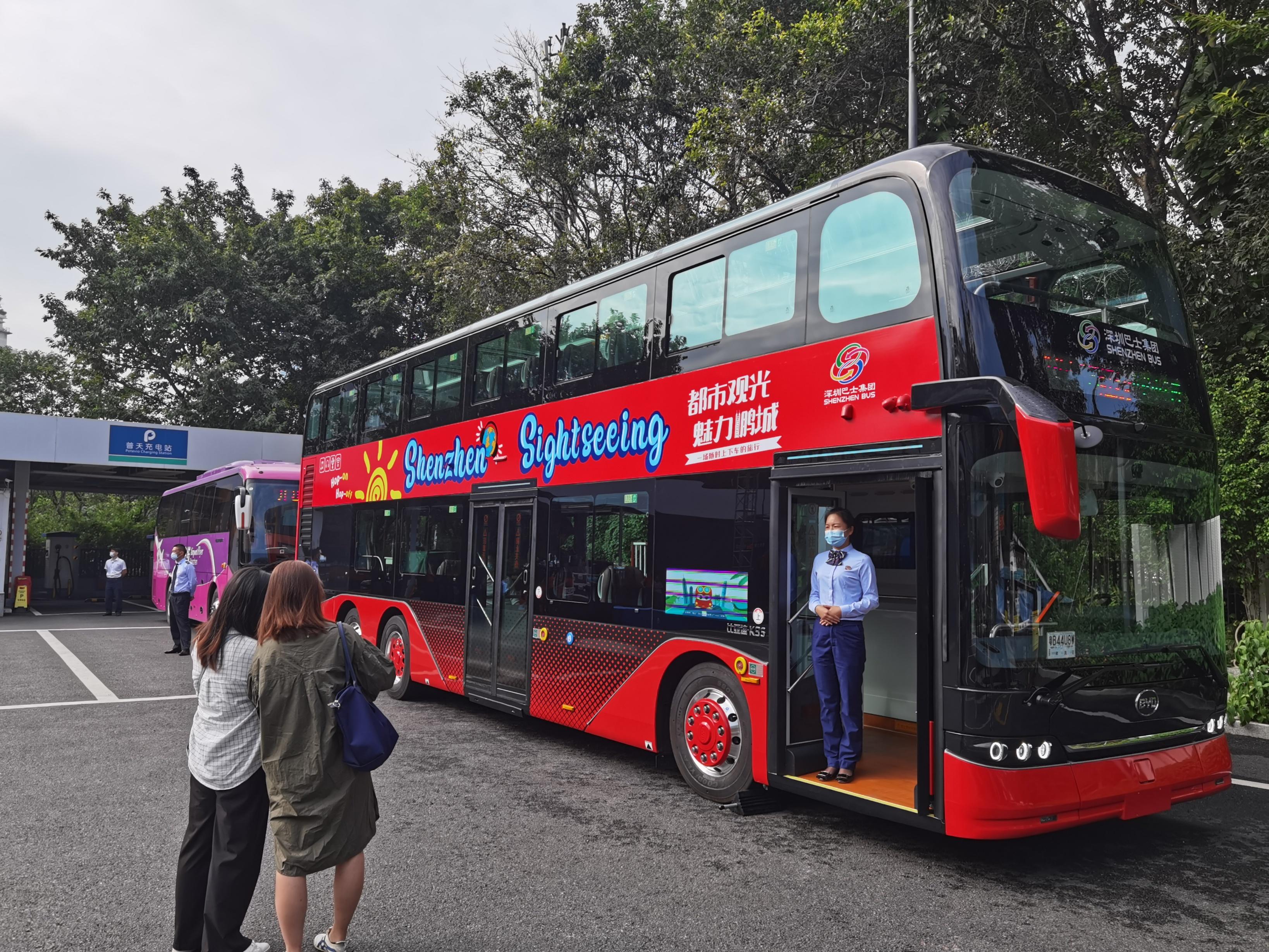 深圳旅遊雙層觀光巴士。(香港文匯網記者郭若溪 攝)