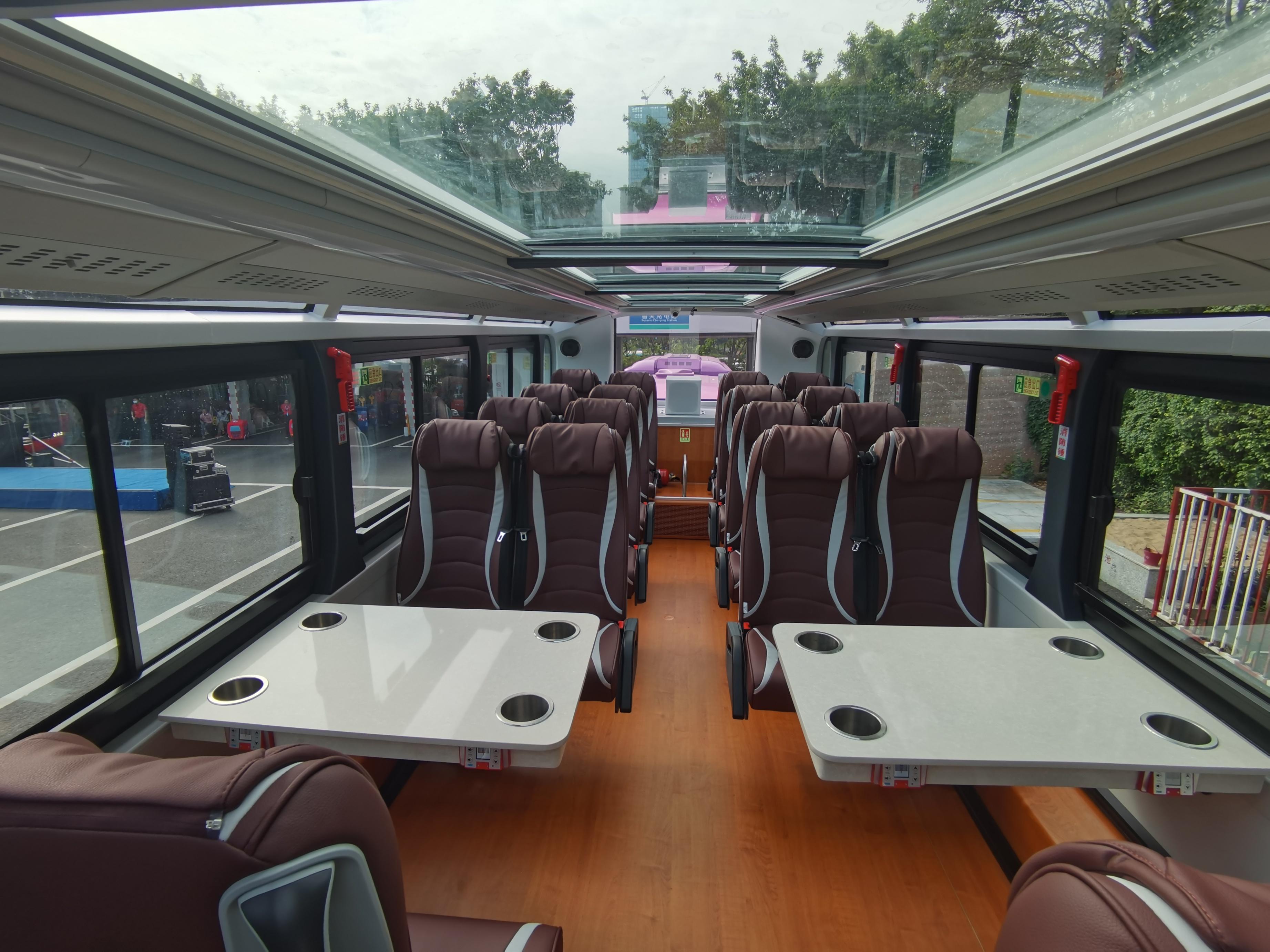 以科技為主題的「科技巴士」 。(香港文匯網記者郭若溪 攝)