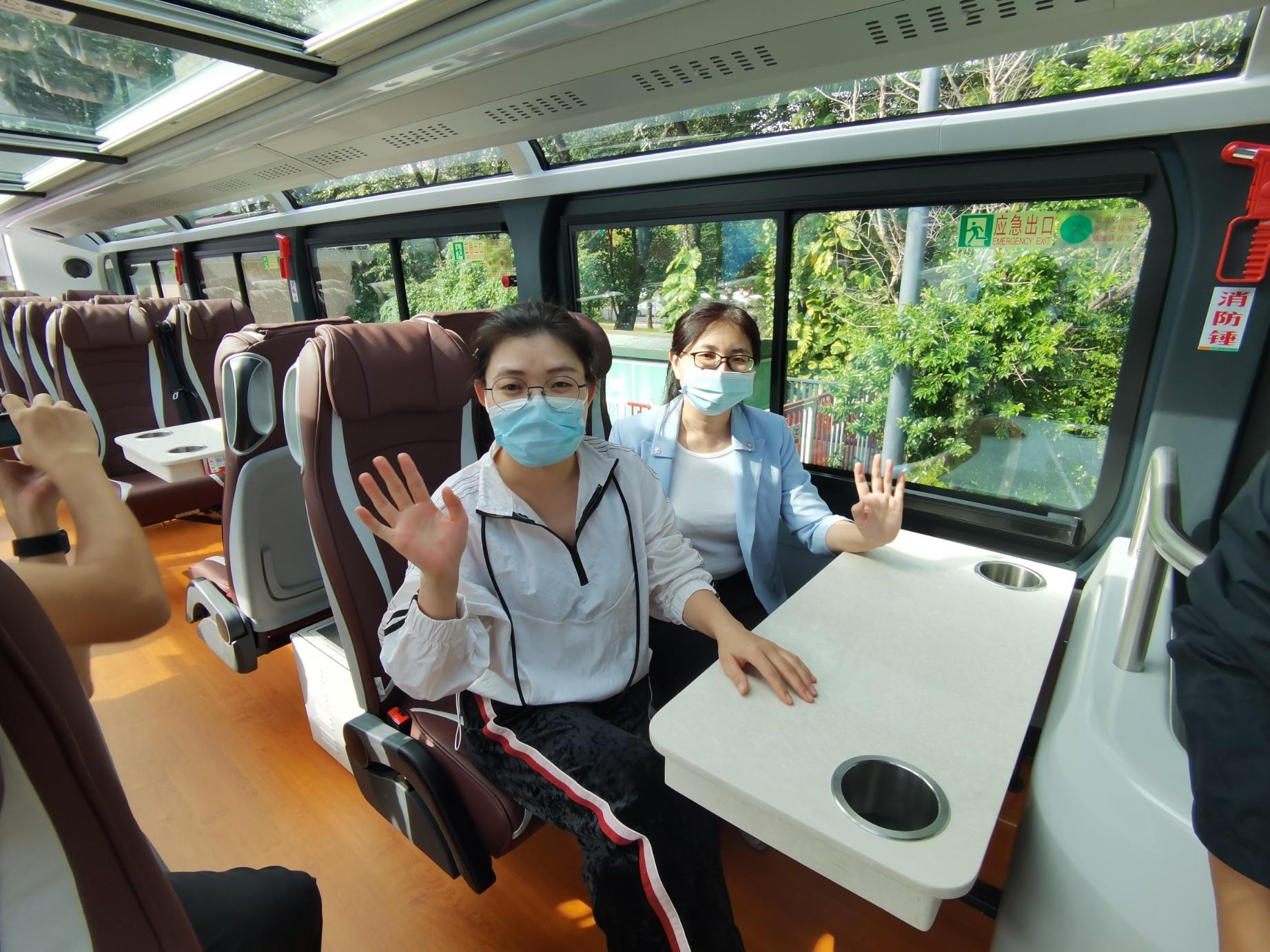 市民在試乘體驗 。(香港文匯網記者郭若溪 攝)