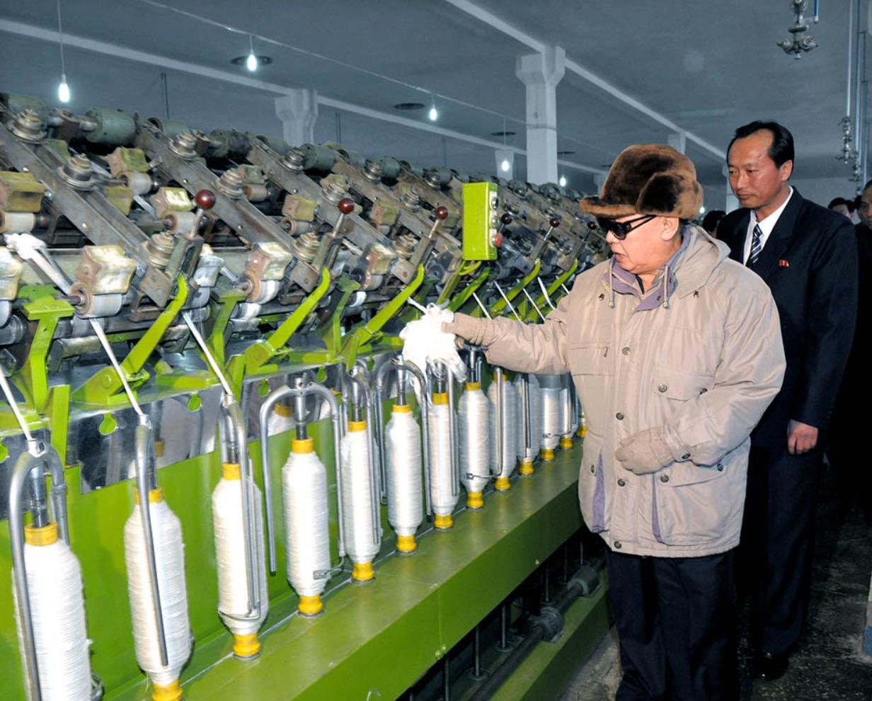 2011年3月,金正日視察咸興毛紡廠。