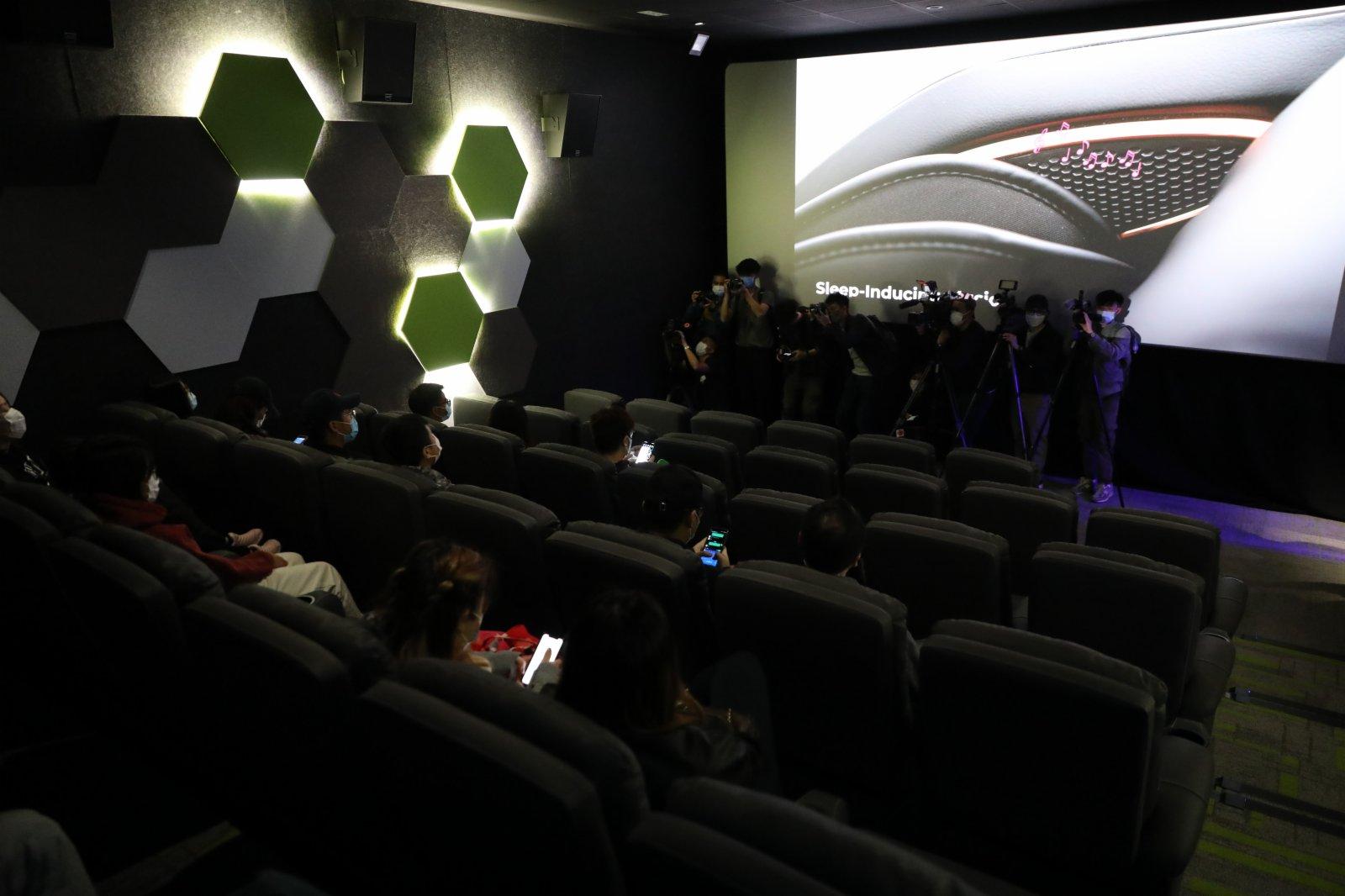 自政府公布戲院重新復業後,不少市民前來看電影,反應熱烈。  (大公文匯全媒體記者 攝)