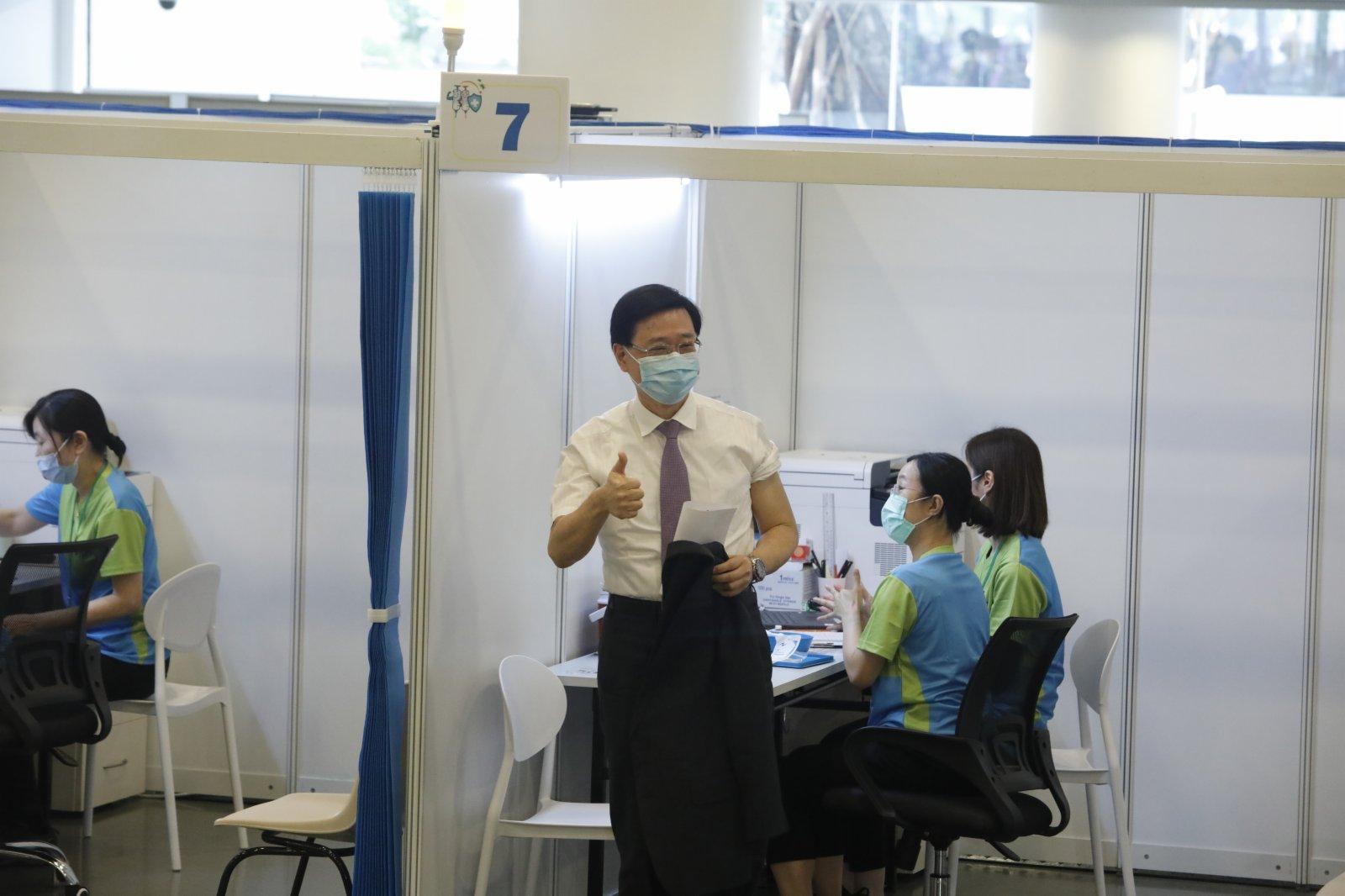 保安局局長李家超接種完疫苗。(大公文匯全媒體記者 攝)