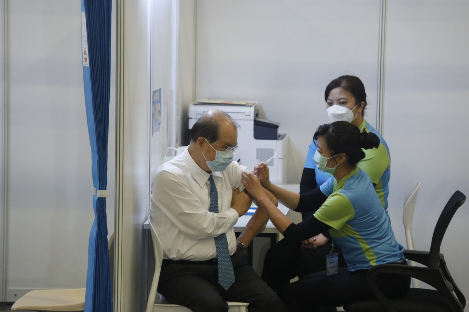 政務司司長張建宗接種疫苗。(大公文匯全媒體記者 攝)
