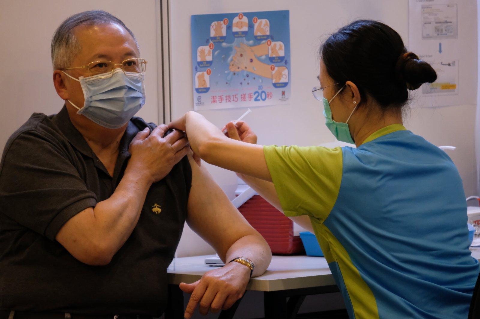 張宇人接種科興疫苗。(大公文匯全媒體記者 攝)