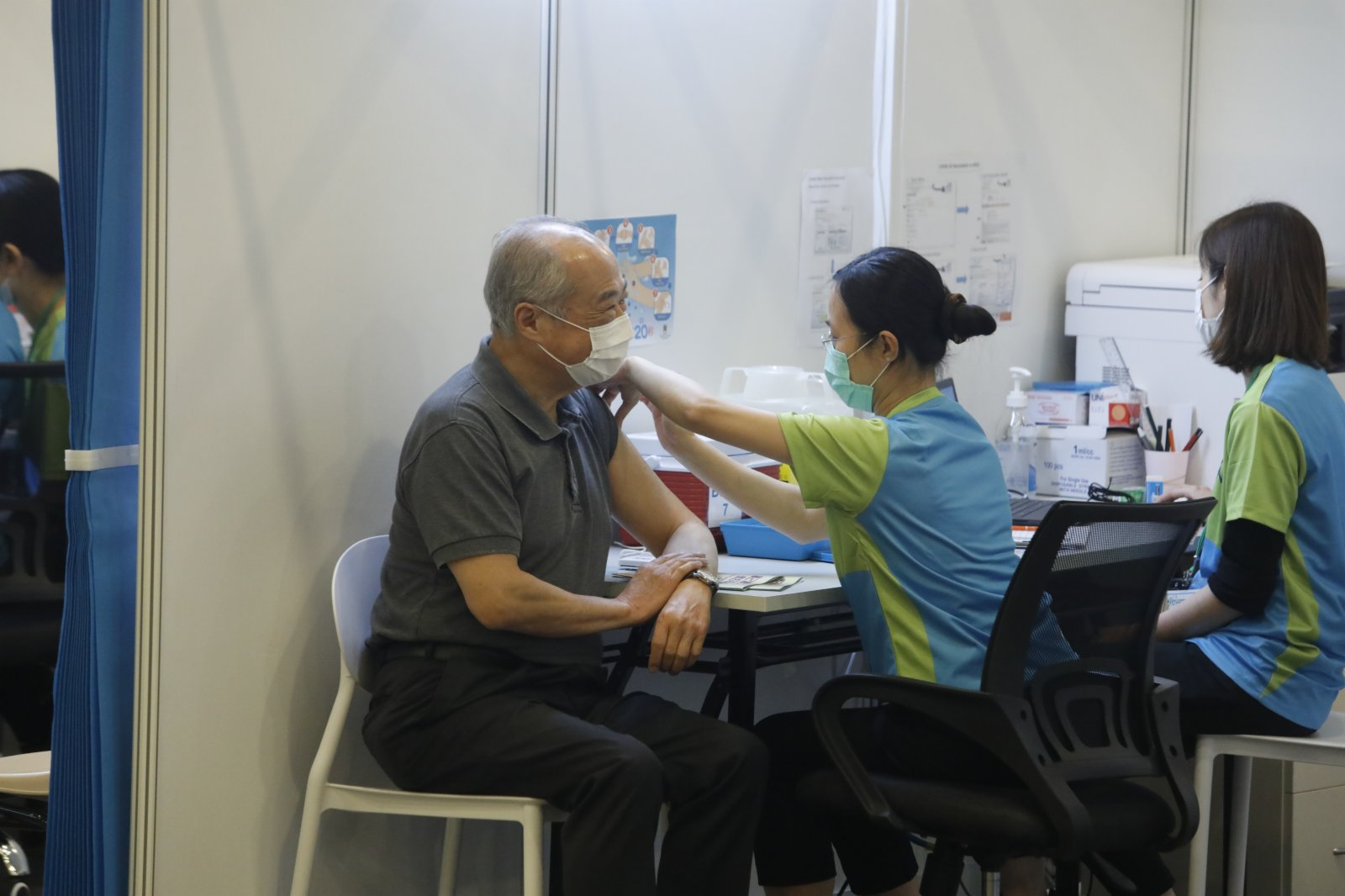 周松崗接種科興疫苗。(大公文匯全媒體記者 攝)