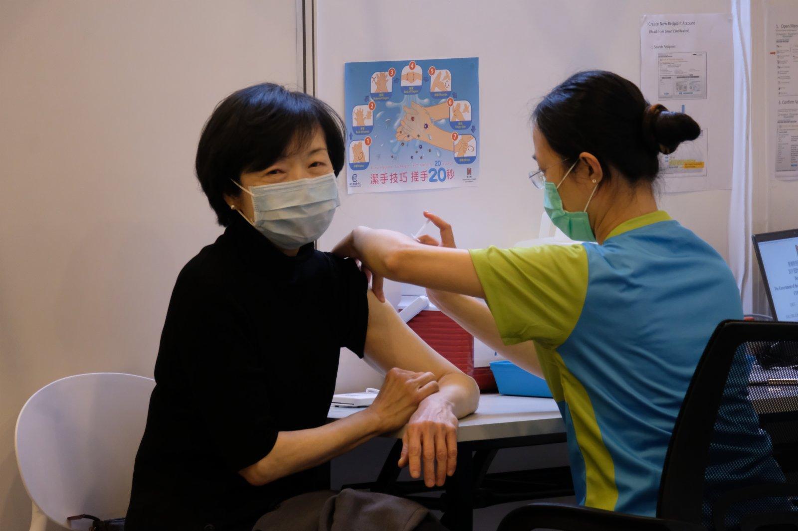 羅范椒芬接種科興疫苗。(大公文匯全媒體記者  攝)