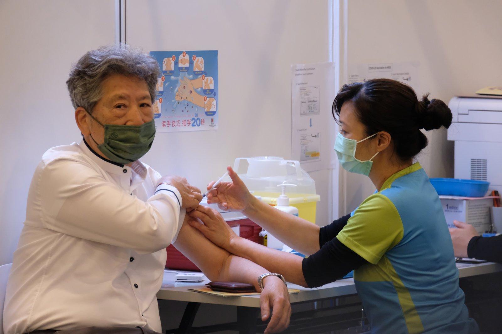 湯家驊接種科興疫苗。(大公文匯全媒體記者 攝)