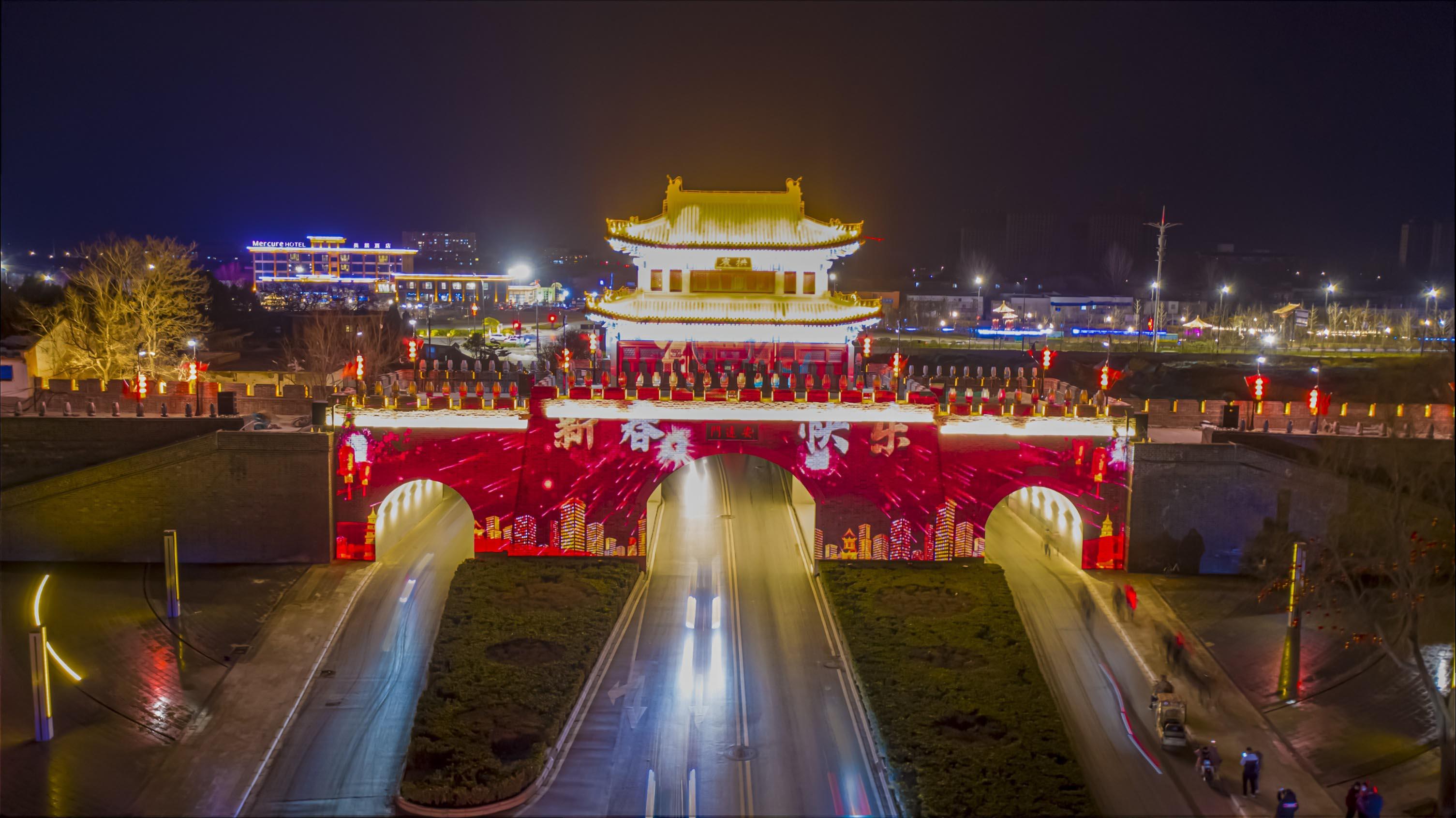 城牆燈光秀將安遠門「化身」為180°可見的光影載體(香港文匯網記者 馮雷 攝)