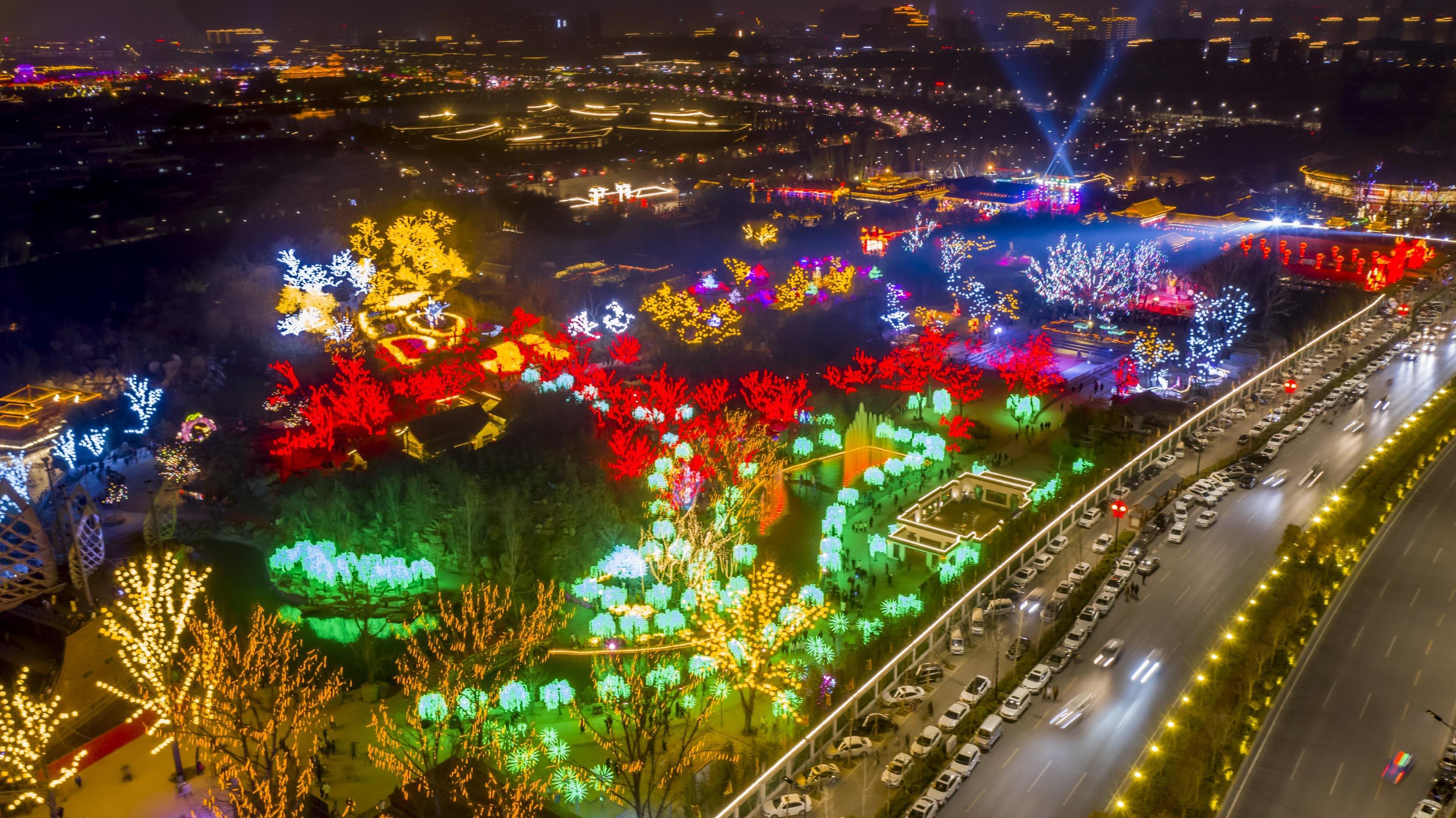 開封美麗的夜景流光溢彩(香港文匯網記者 馮雷 攝)