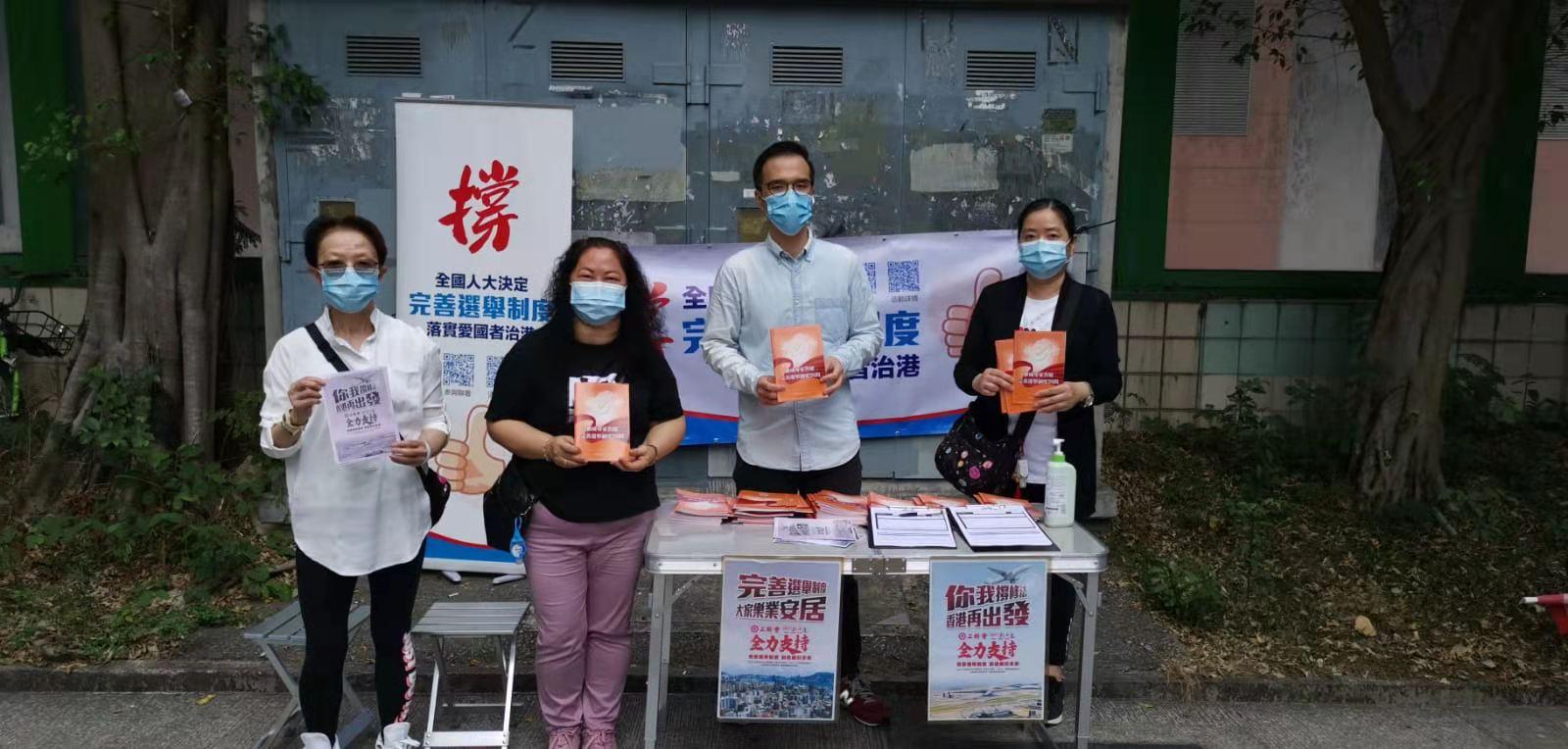 工聯會今日(31日)舉辦「撐完善香港選舉制度」簽名街站活動,得到市民踴躍支持。(大公文匯全媒體記者攝)