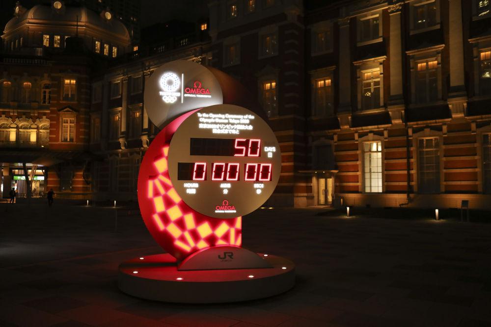 圖為位於東京站廣場的奧運會倒計時牌。(新華社資料圖片)