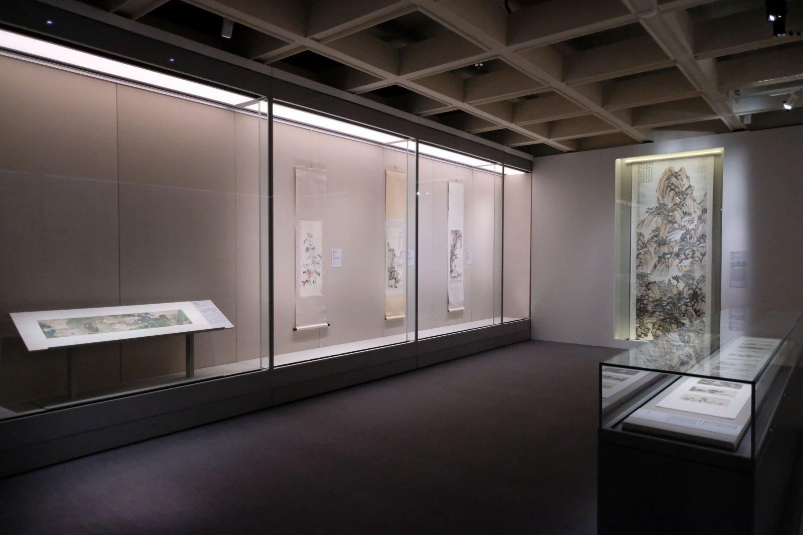 展覽精選80多組由明末清初至20世紀的廣東繪畫作品,反映廣東畫家群體如何在世代更迭的浪潮下,以作品演繹傳統與創新的思想碰撞,共同促成中國畫的現代轉型。(點新聞記者麥鈞傑攝)