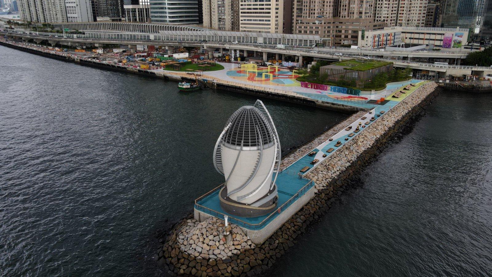 主題區設有第一條於維港內向公眾開放的防波堤。(政府新聞處)