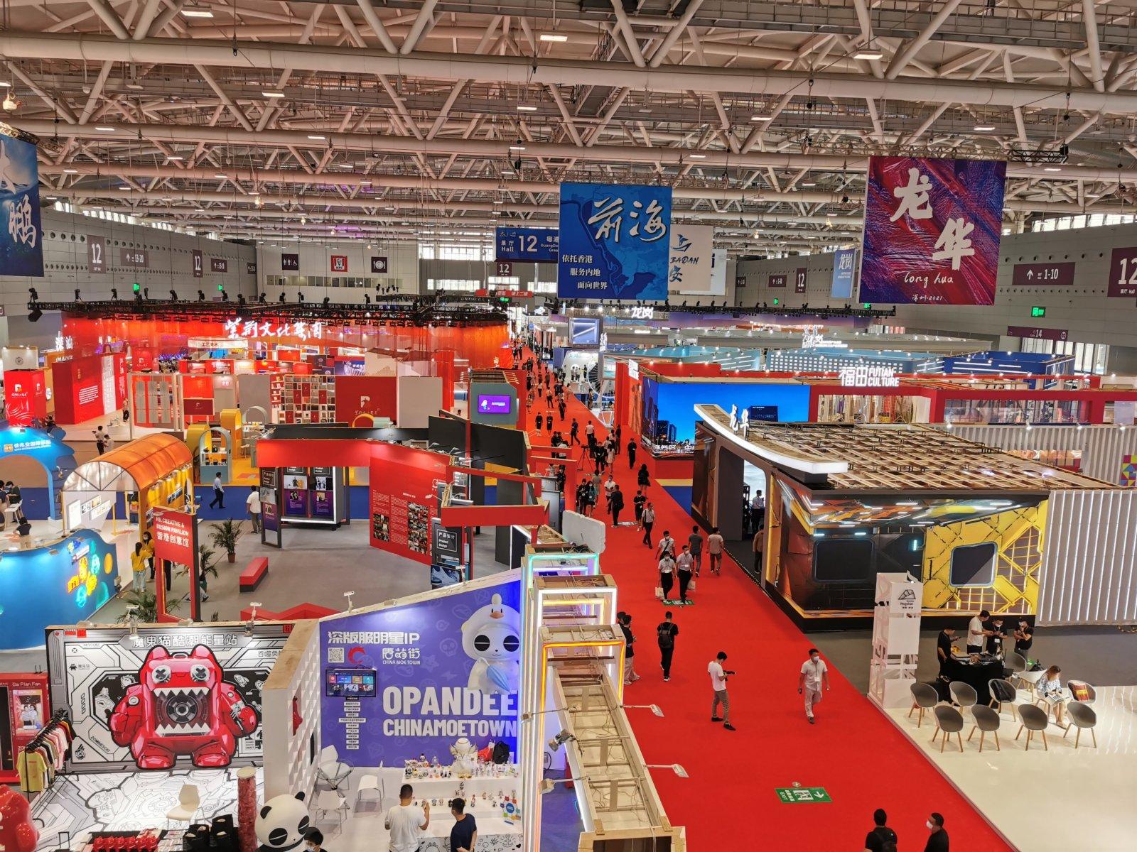 深圳各區的展館,充滿科技感。 李望賢攝