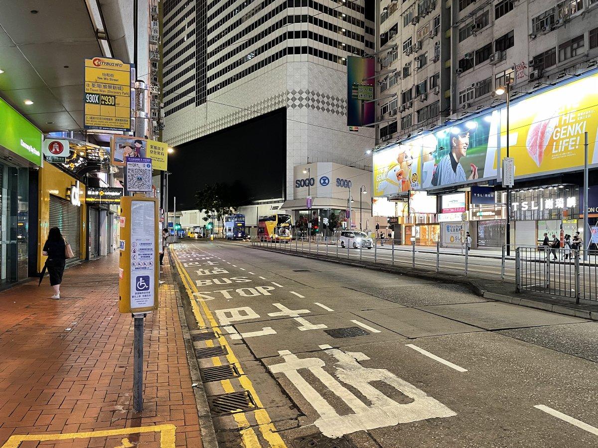 新巴城巴大部分路線已暫停服務,圖為銅鑼灣一處巴士車站。(大公文匯全媒體記者 攝)