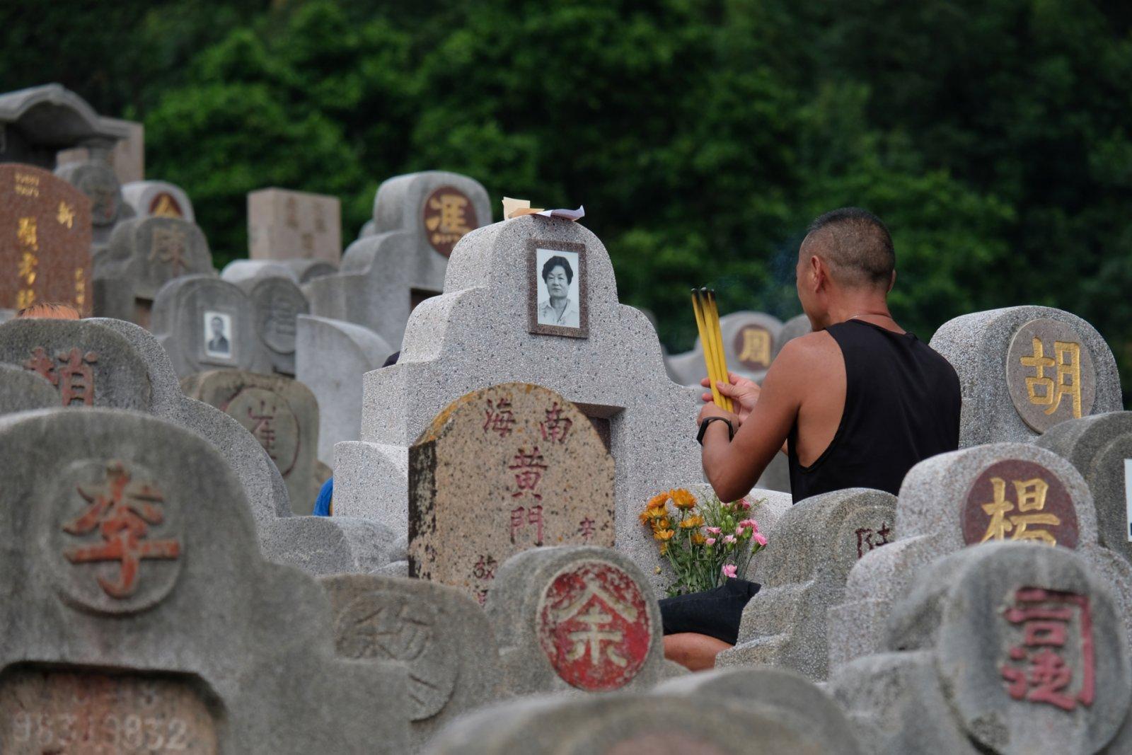 重陽節,市民掃墓(大公文匯全媒體記者 麥鈞傑 攝)