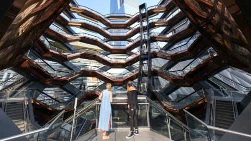 紐約標誌景觀「大松果」重新開放
