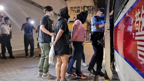 警西九反黑冚賭檔酒吧拘23人
