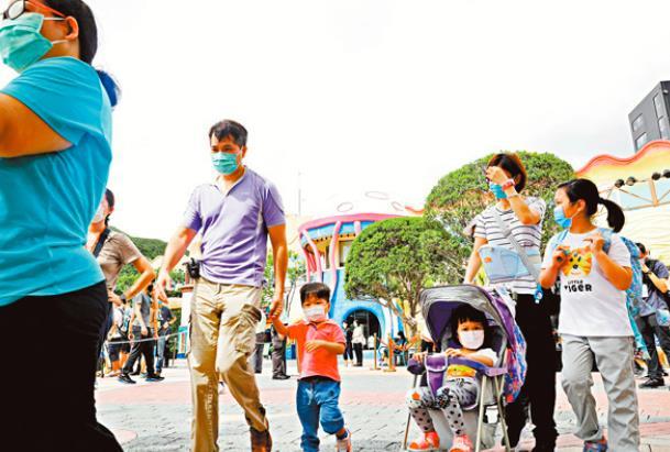 香港海洋公園重開 百人門外等入場