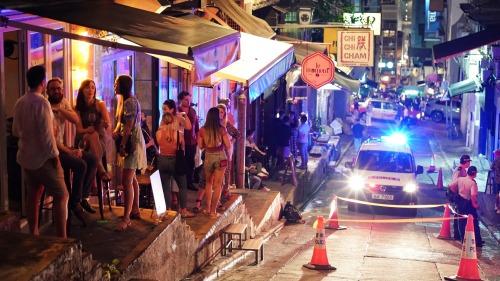 食環警方聯合巡食肆酒吧執法