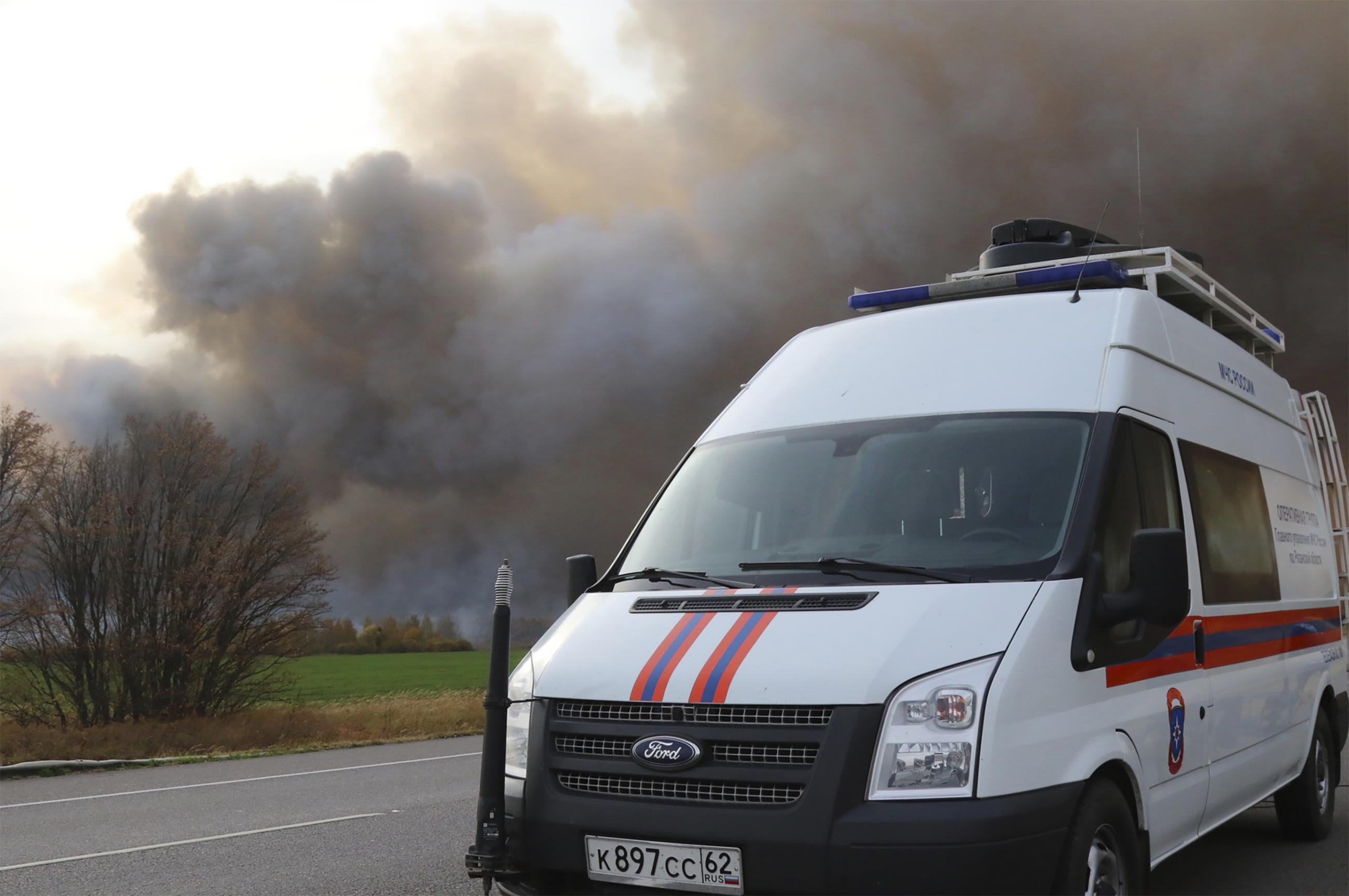 據悉,火災系軍火庫附近草地燃燒蔓延所致。大火造成軍火庫儲存的部分彈藥發生爆炸。爆炸未造成人員傷亡。(美聯社)