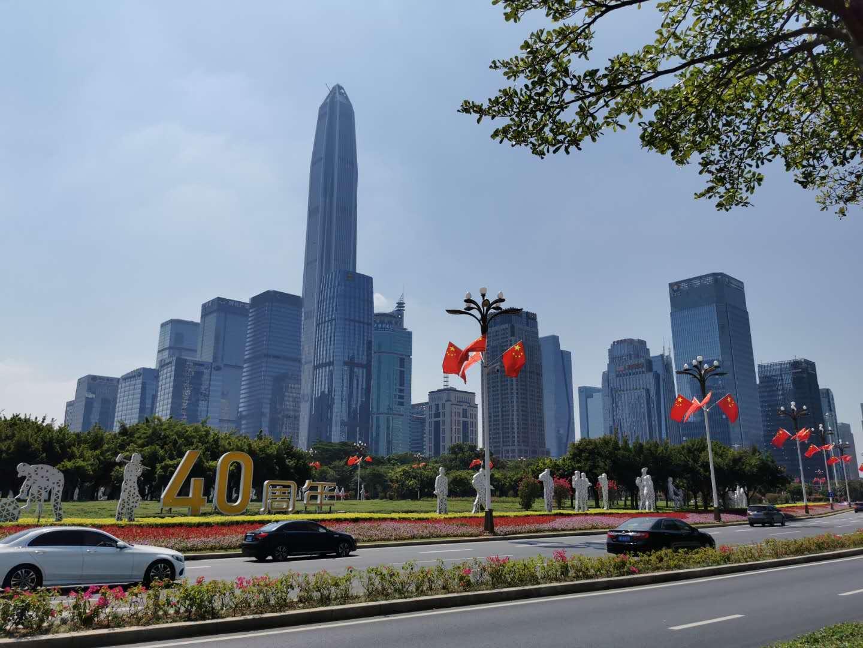 深南大道上慶祝深圳經濟特區建立40周年。(記者 胡永愛 攝)