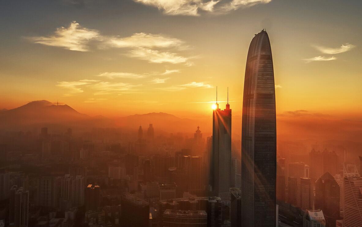 《日出地王》:晨光中的「地王大廈」和「京基100大廈」,共同迎接深圳新的一天開始。
