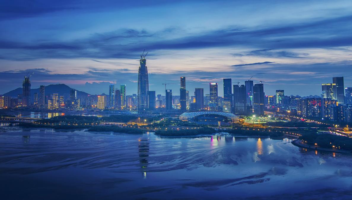 《深圳灣夜景》:深圳灣公園連接著海與城市,是人類與鳥類溝通的理想之地,颱風過後的深圳灣公園顯得格外寧靜。