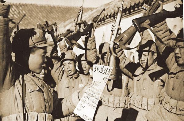 中國人民志願軍戰士抗美援朝群情激昂。(資料圖片)