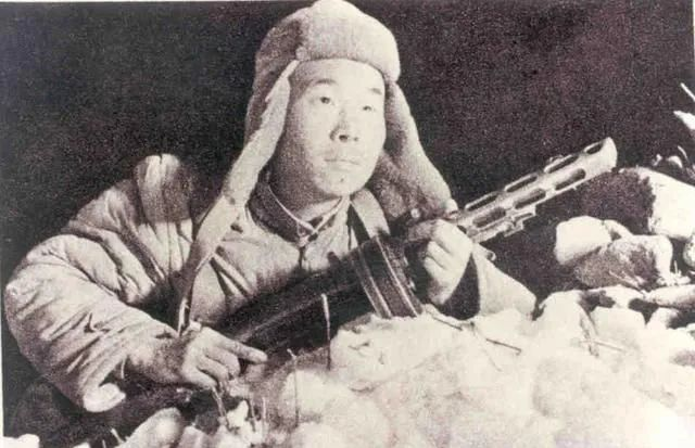 第二次戰役中,志願軍戰士冒著零下30攝氏度的嚴寒,堅守死鷹嶺。(資料圖片)