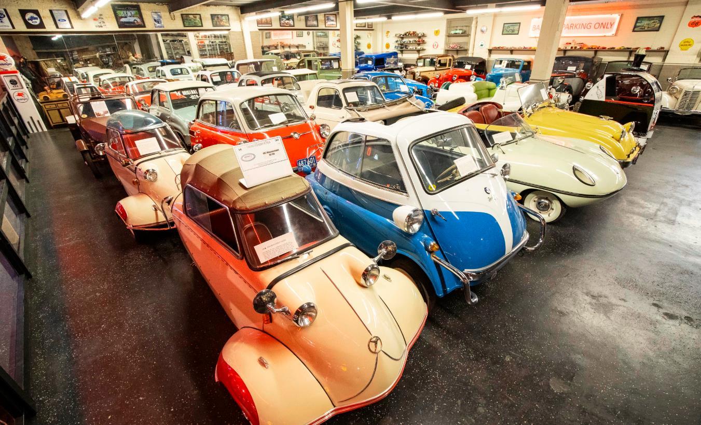 這是10月25日在美國芝加哥克萊爾蒙特汽車博物館拍攝的汽車展品。