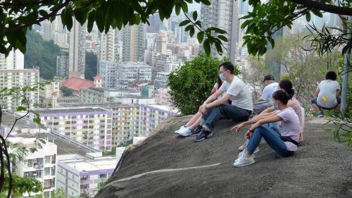 反攬炒控疫情明方向  香港人才能再展歡顏