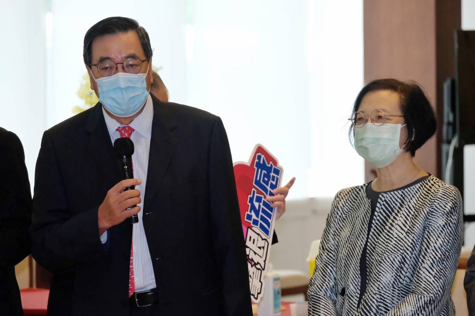 梁君彥表示,雖然近日新冠病毒疫情緩和,但冬季流感高峰期即將來臨,情況可能很嚴峻,他呼籲市民為己為人,為了社會做好防疫工作。(大公文匯全媒體記者麥鈞傑 攝)
