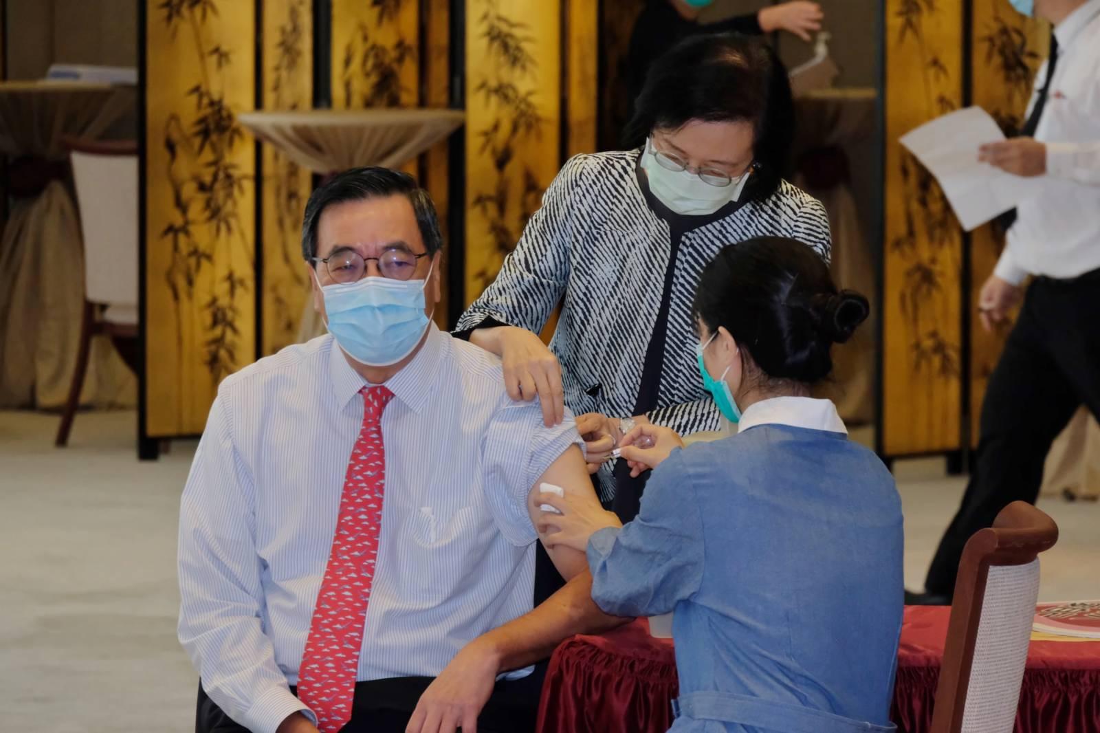 梁君彥接種冬季流感疫苗。(大公文匯全媒體記者麥鈞傑 攝)