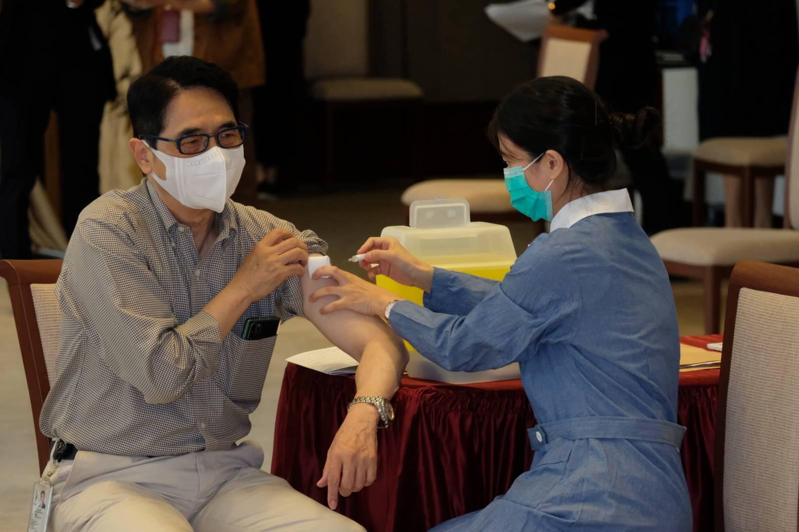 工聯會議員黃國健接種流感疫苗。(大公文匯全媒體記者麥鈞傑 攝)