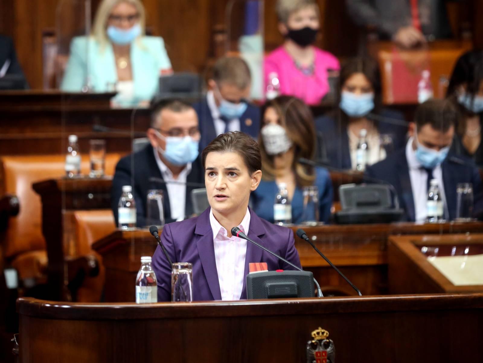 10月28日,塞爾維亞總理布爾納比奇在首都貝爾格萊德舉行的國民議會特別會議上講話。(新華社)