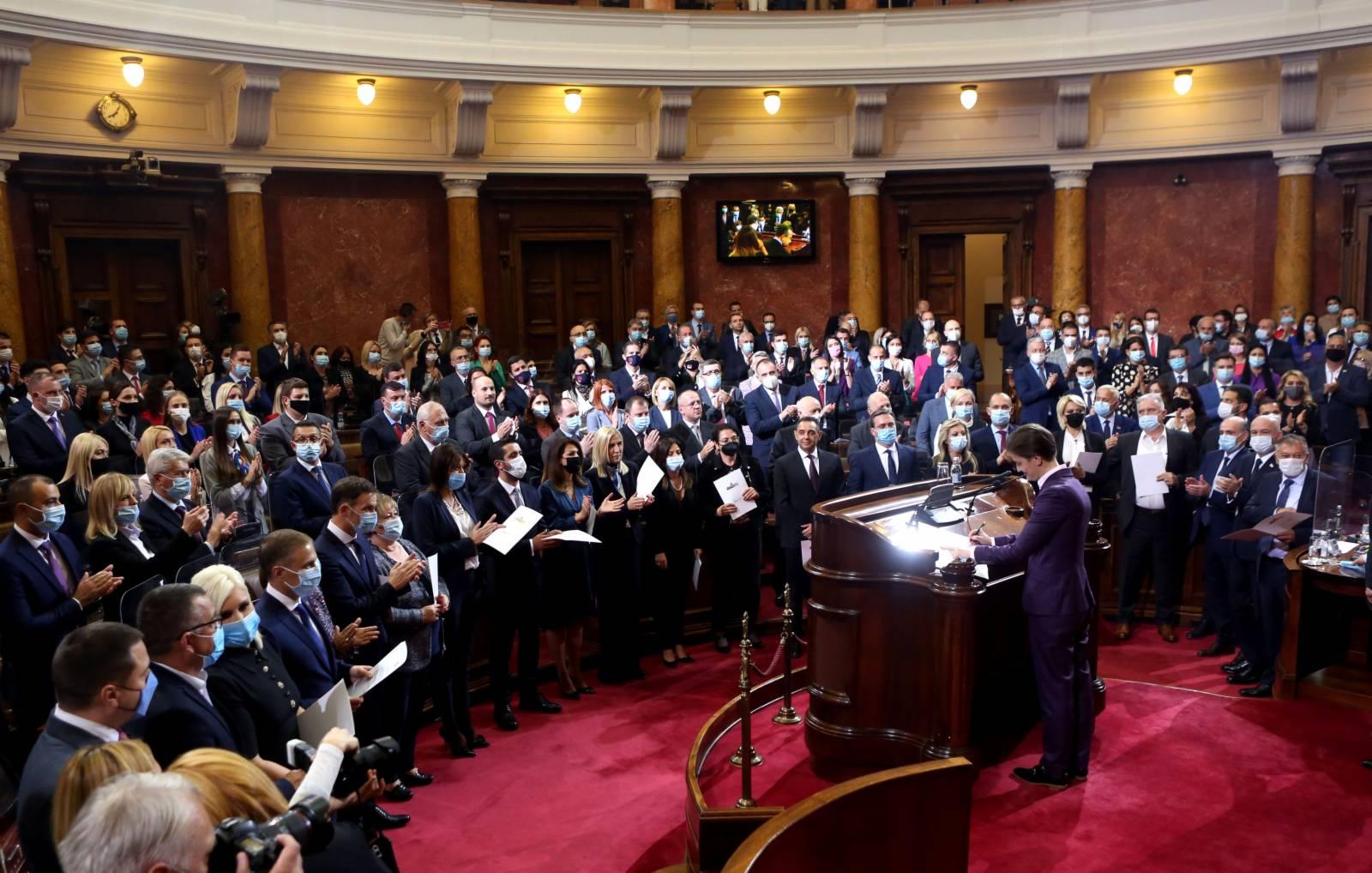 10月28日,塞爾維亞新一屆政府在首都貝爾格萊德宣誓就職。(新華社)