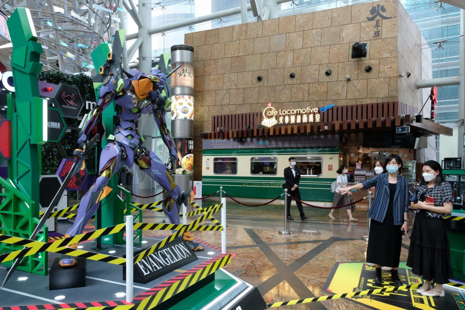 展覽有3大主題區,其中包括會於4樓通天廣場首次展出2.4米高的EVA 機體初號機,以及EVA經典武器朗基努斯槍。