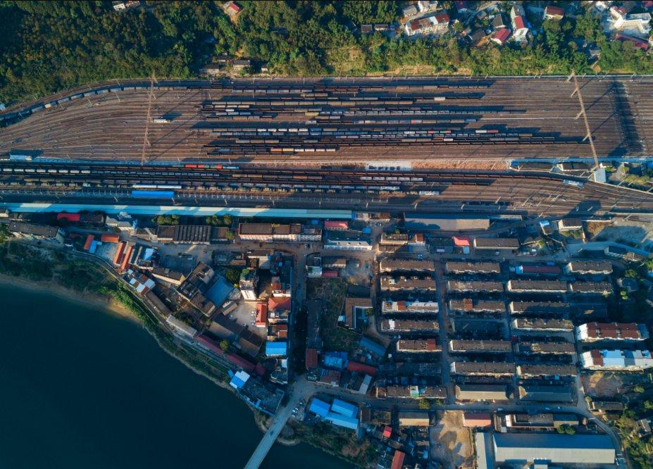 這是福建省南平市延平區來舟鎮的來舟火車站(11月21日攝,無人機照片)。(新華社圖片)
