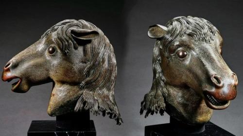 馬首銅像入藏圓明園