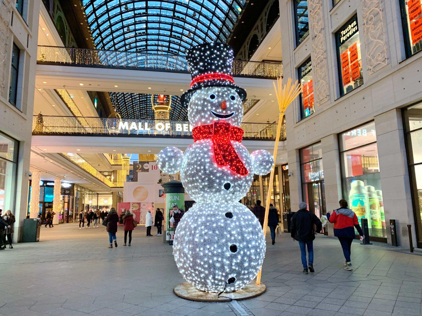 1日下午,柏林市中心一家商場內客流稀少。