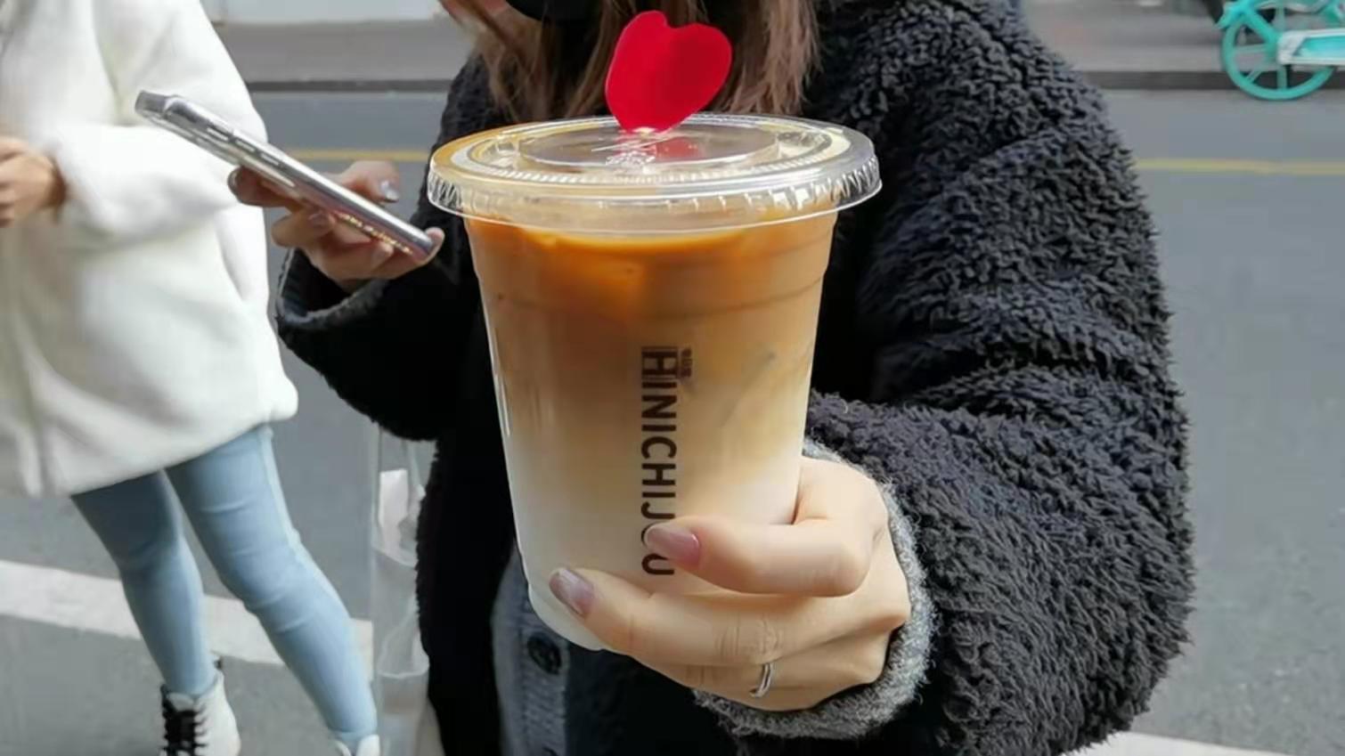 每杯咖啡的定價都是20元。記者孔雯瓊 攝