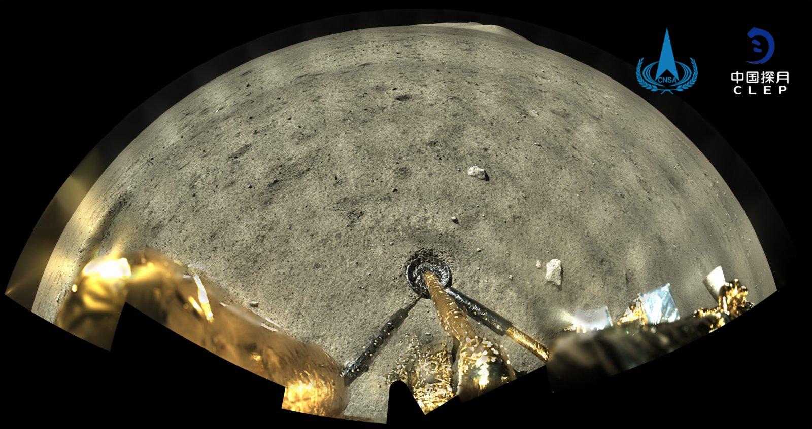 嫦娥五號探測器着陸器和上升器組合體着陸後全景相機環拍成像(12月2日攝)。(國家航天局供圖)