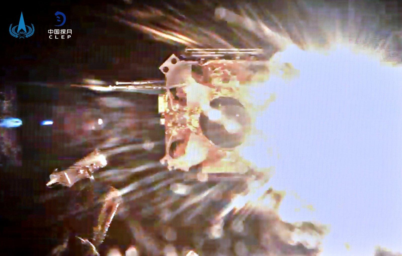 在北京航天飛行控制中心拍攝的嫦娥五號上昇器點火瞬間。(中國國家航天局供圖)