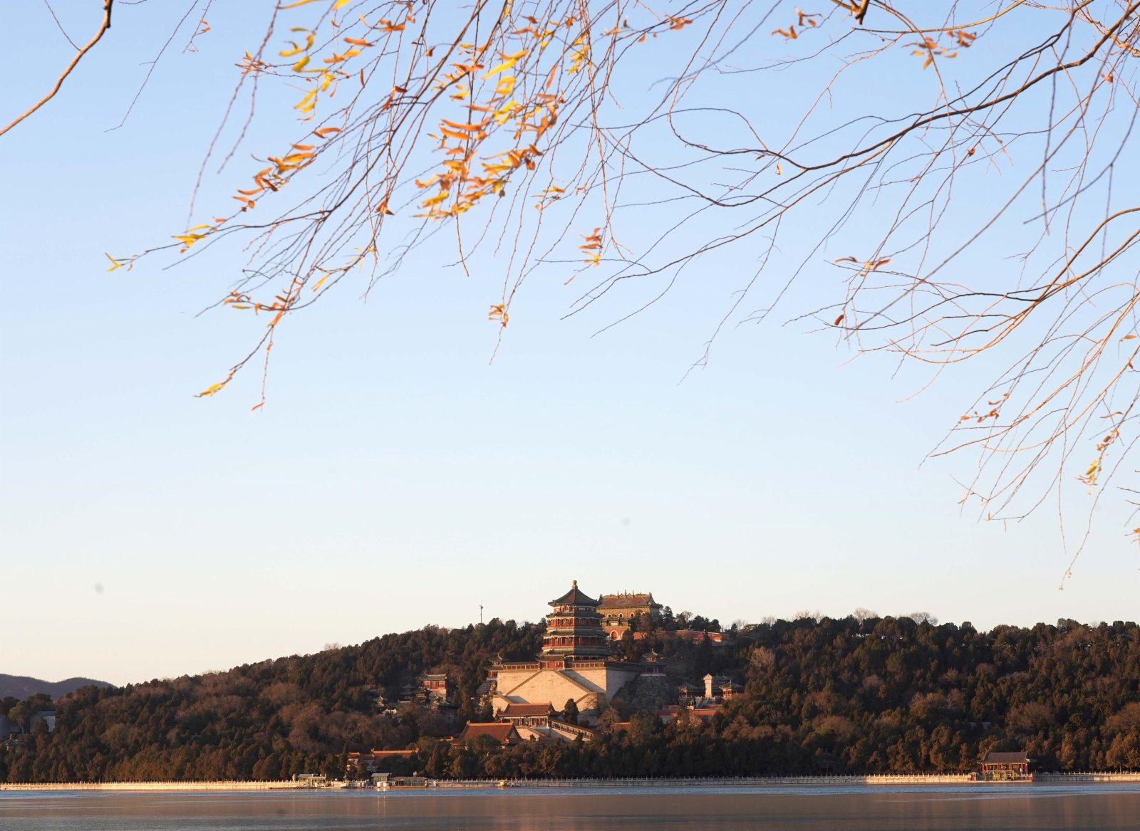 這是12月4日拍攝的頤和園佛香閣外景。(新華社圖片)