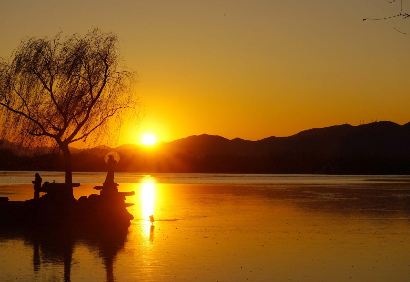 這是12月4日拍攝的頤和園落日。(新華社圖片)