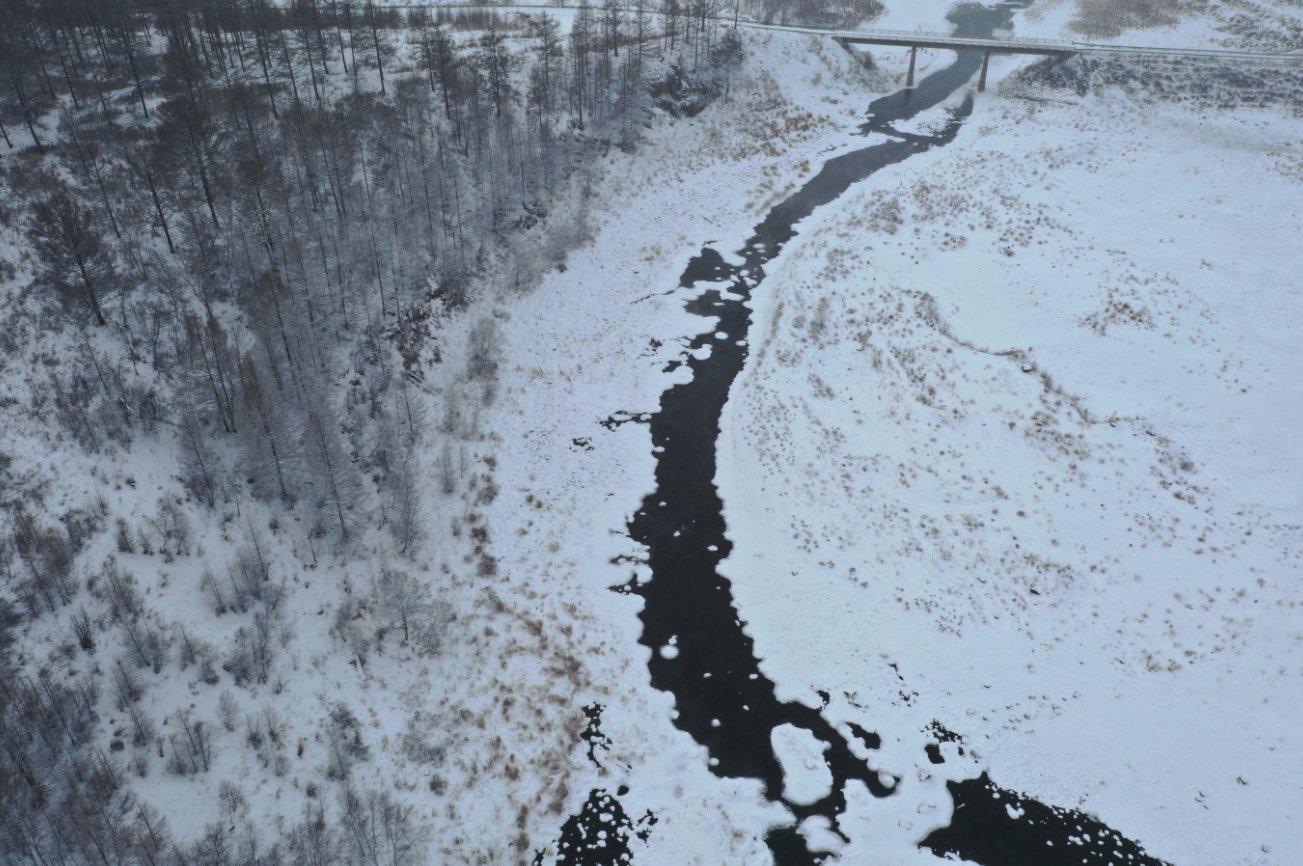 這是1月6日拍攝的內蒙古自治區興安盟阿爾山市境內的「不凍河」(無人機照片)。(新華社)