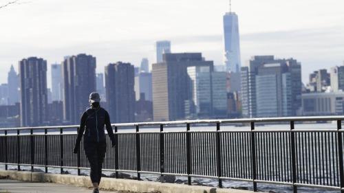美國首次申請失業救濟人數接近百萬
