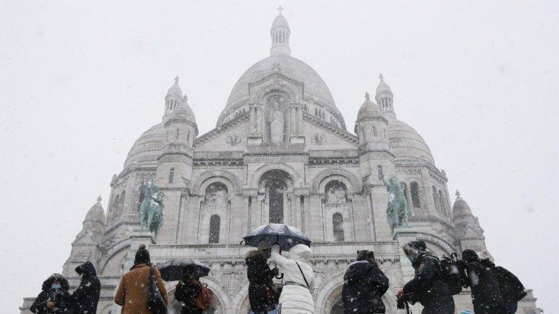 巴黎下雪了