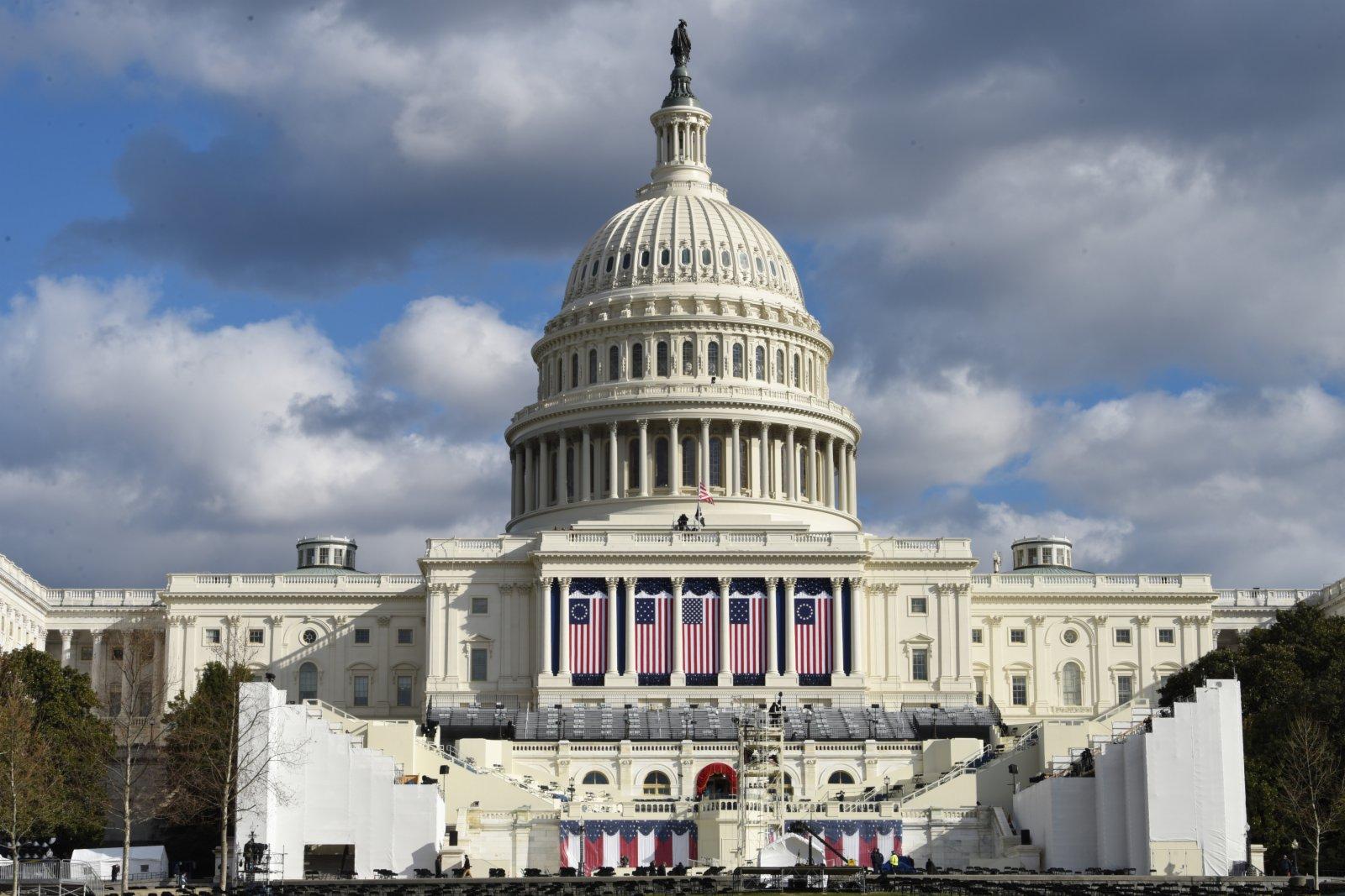 圖為1月18日,國會大廈的總統就職典禮禮台。(中新社)
